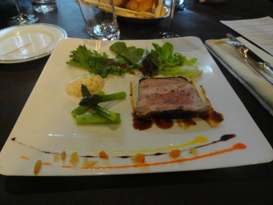 L'alouette: Ballottine de pintade fermière au foie gras et ris de veau