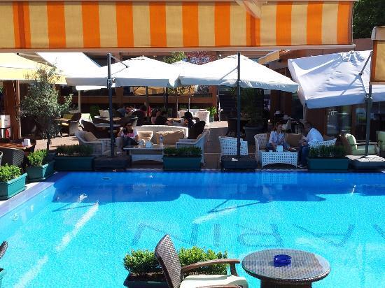 Marin Otel: havuz başı