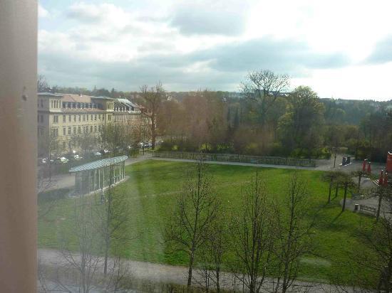 Dorint Am Goethepark Weimar: Aussicht aus Zimmer auf Goethepark
