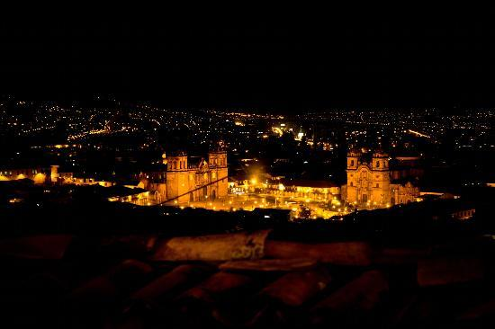 Hostal Qorikilla: Cusco view at night