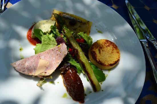 Uzes, France: Great food adds to the memories!