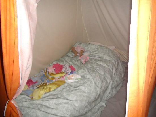 Rozel Camping Park: Another bedroom - all bedding was included