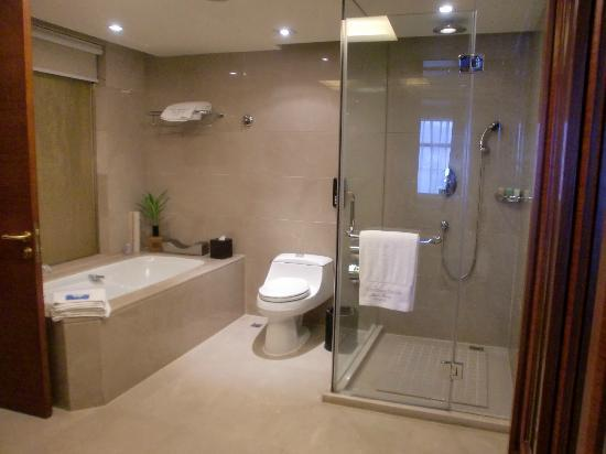Wyndham Grand Plaza Royale Hangzhou: bathroom