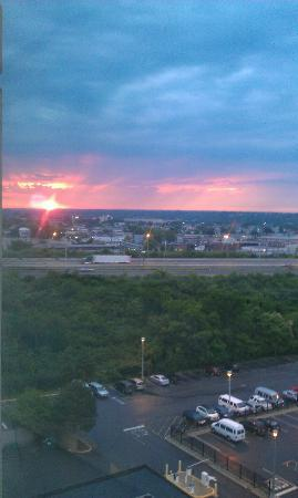 Hilton Hasbrouck Heights / Meadowlands: The sun coming up, view from our room...