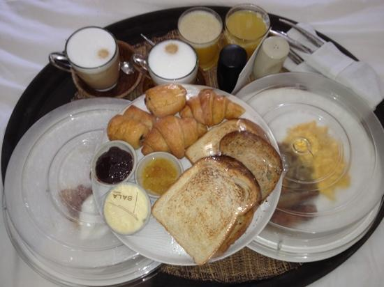SALA Samui Choengmon Beach Resort: breakfast delivered to our room