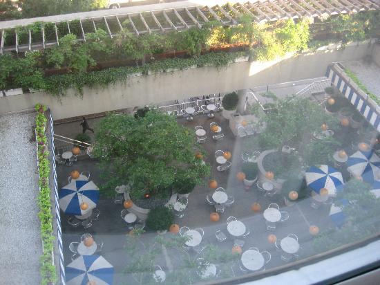 ذا ماريتايم هوتل: My room overlooking restaurant