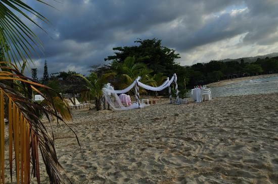 Couples Sans Souci: Sunset Beach after 5pm, getting ready for a private dinner