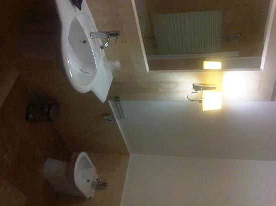 Hotel International: bagno 2