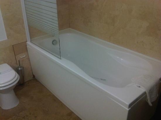 Hotel International: bagno