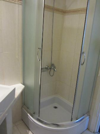 Acropolis Museum Boutique Hotel: Shower in bathroom - Compact but nice