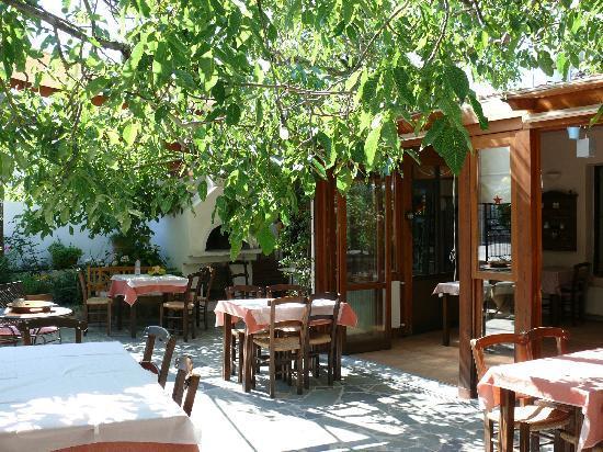 Taverna Kares: Aussenbereich