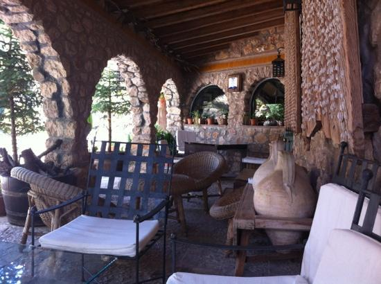 Casa Rural La Calerilla: El porche del hotel