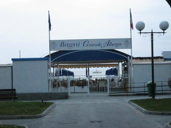 Grande Albergo Sestri Levante ingresso bagni spiaggia - Picture of ...