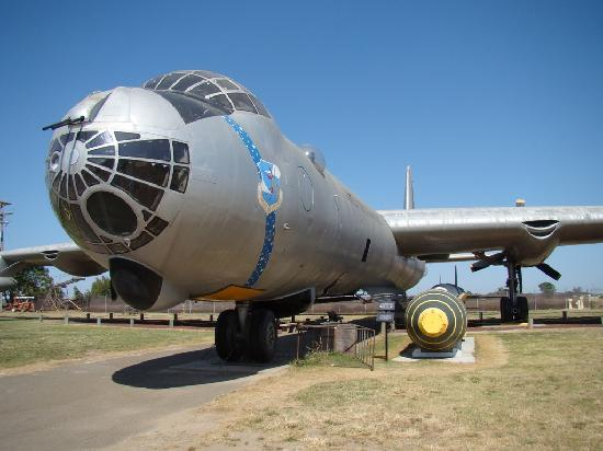 ‪‪Castle Air Museum‬: B-36 with atomic bomb‬
