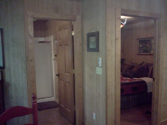 Bear Creek Bed and Breakfast Lodge and Cabins: Treehouse pic2