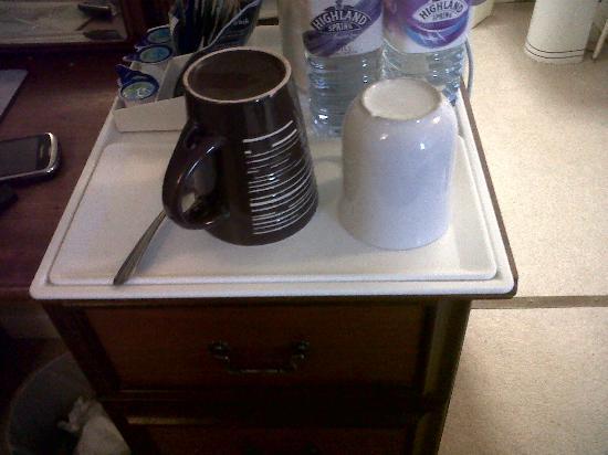 The Lansdowne Hotel: Dirty odd mugs