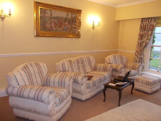 The Bulkeley Hotel: Huge Living Room