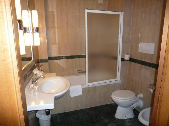 Hotel Santa Costanza: il bagno della 208