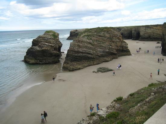 PLAYA LAS CATEDRALES CON MAREA BAJA - As Catedrais Beach, Ribadeo Resmi - Tri...