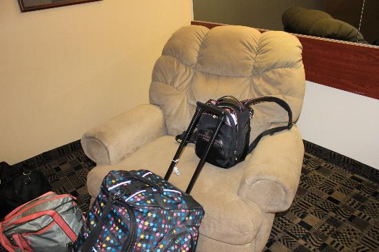 Super 8 Harbison/Parkridge Hospital: we didnt use the chair but it was nice have a reclining one in the room