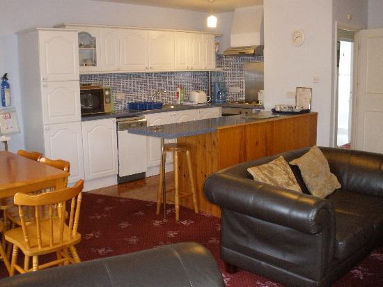 Oakdene Apartment Suites: No 1 Lounge c