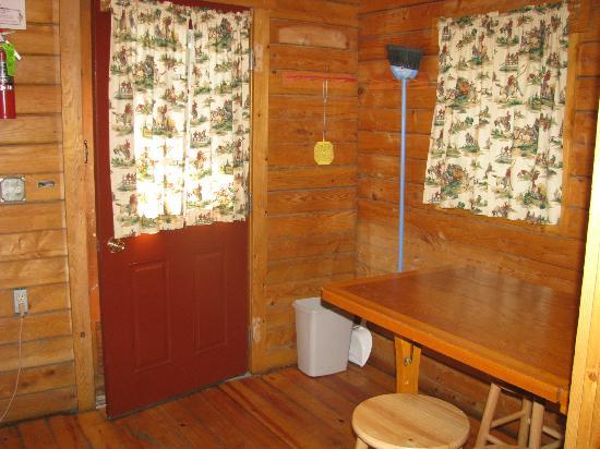 Bare-bones cabin, full bed - Picture of Frontier Town, Ocean