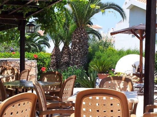 Anais Bay Hotel: Breakfast and dining area