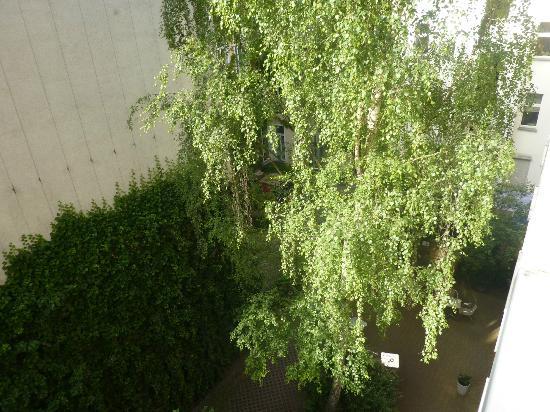 nu hotel berlin: vue depuis la chambre sur la terrasse