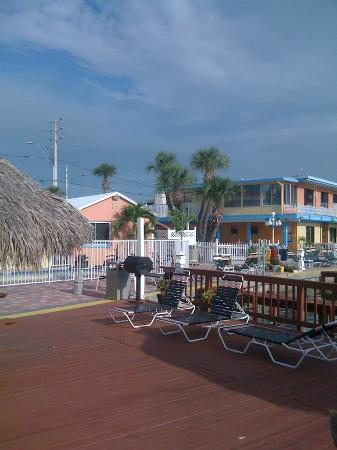 Bayview Plaza Waterfront Resort: Fishing pier and deck