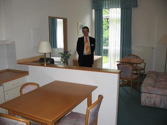 IBB Hotel Passau Sued: Suite #1, with a receptionist