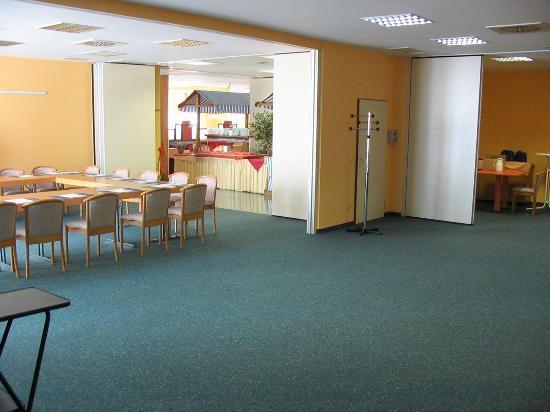IBB Hotel Passau Süd: Breakfast room/business center