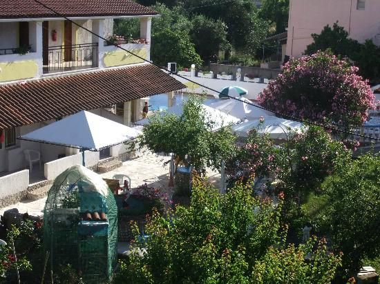 Moraitika, Greece: Our veiw of the pool and gardens