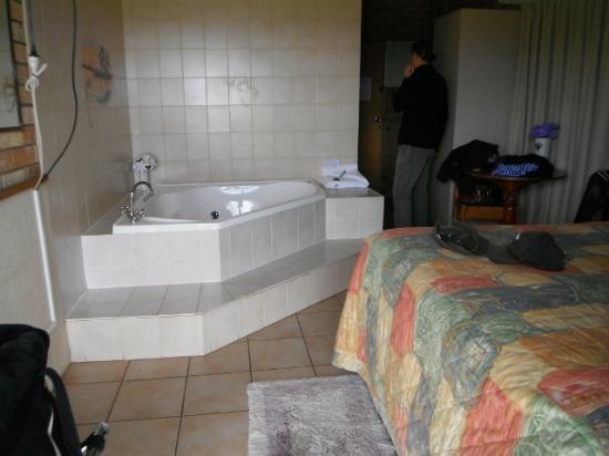 Morning Star Motel: Room