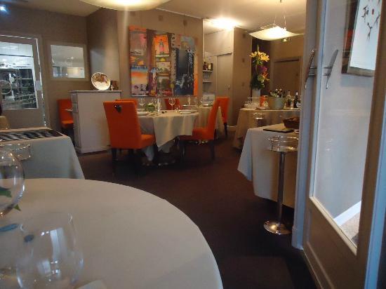 Restaurant La Cuisine Lyon | La Salle Avec La Cuisine Vitree Au Fond Picture Of L Alexandrin