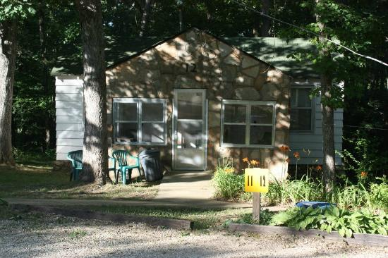Cobblestone Lodge: Different cottages around the property