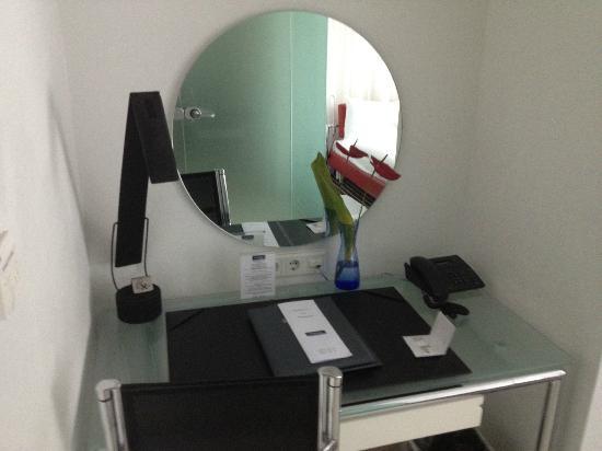 Galerie Design Hotel Bonn: Schreibtisch