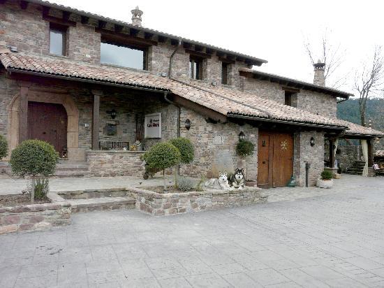 Bisaurri Spain  city pictures gallery : El Acebo de Casa Muria: La fachada principal de la casa, con su porche ...