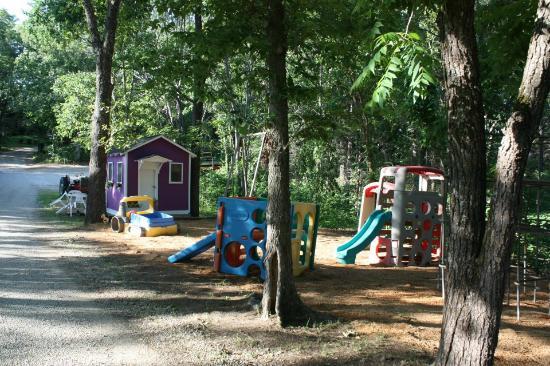 Cobblestone Lodge: Children's play areas