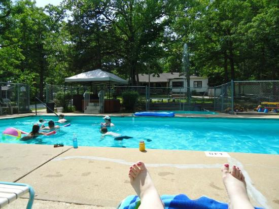 Cobblestone Lodge: The swimming pool - my fave place to be all week!