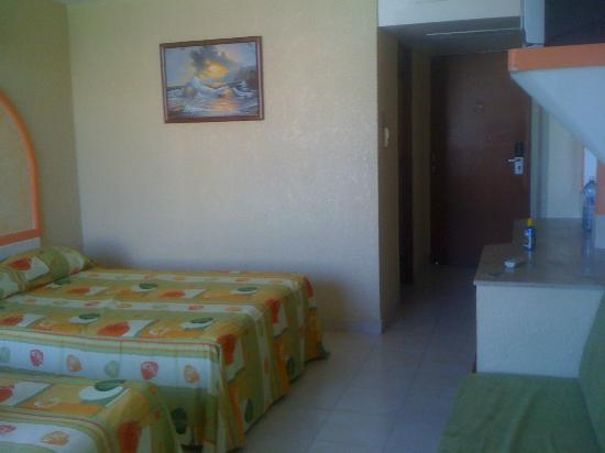 Costa Sol Hotel y Villas: room