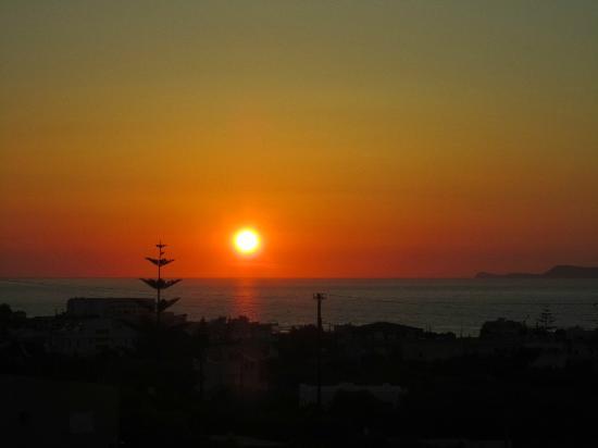 Hotel Galini: Sunset view from balcony