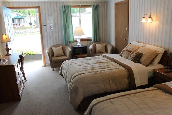 Weirs Beach Motel and Cottages: Motel Room