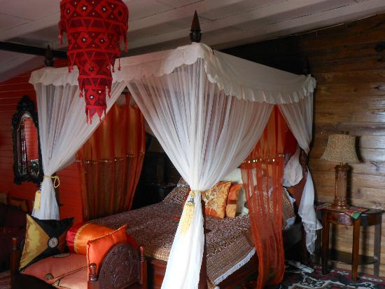 """Crystals St Lucia: My """"princess bed"""" in Calabash"""