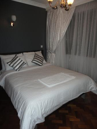 Meltonia Luxury Suites: Bedroom