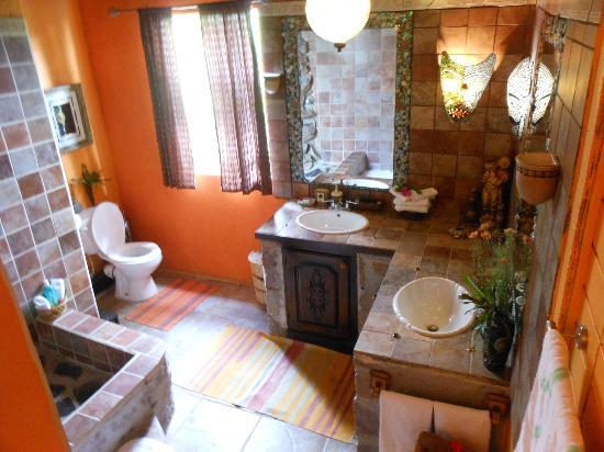 Crystals: Bathroom in Calabash