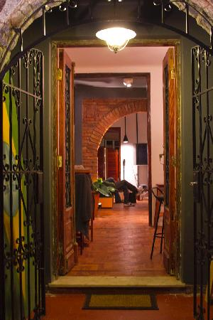Uvaia Hostel: Entrance