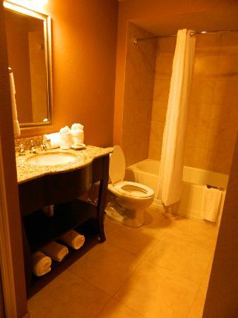 Lake Eve Resort: Second Bathroom