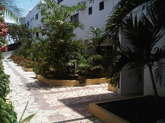 Tropicana Hotel: Intra-walkways