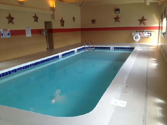 Extended Stay America - Indianapolis - West 86th St.: Newly remodeled pool
