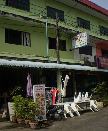 Pineapple Guesthouse: better to paint this building